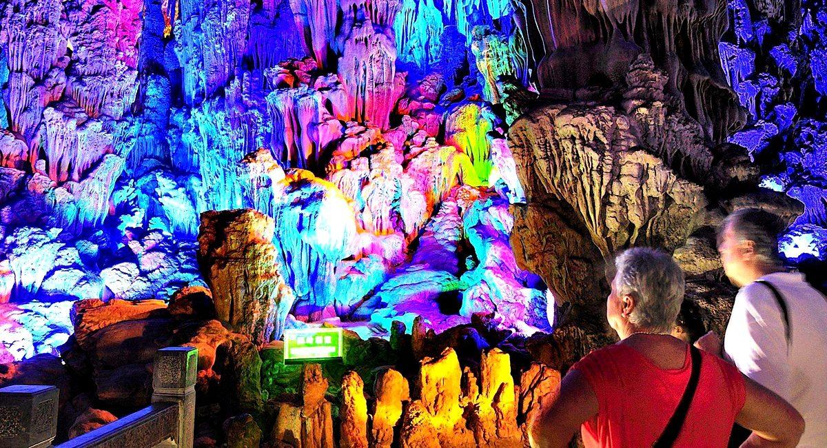 Planeie as suas visitas às grutas mais bonitas do mundo
